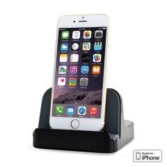 Mantieni sempre carico il tuo iPhone 6 e iPhone 6 Plus grazie a questa culla caricabatterie, dal design compatto, con connettore Lightning integrato e compatibile anche con custodia montata.