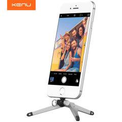 El soporte Kenu es la manera perfecta para disparar fotos de aspecto profesional y vídeos desde su dispositivo Lightning. Coloquelo directamente en el puerto lightning para mayor estabilidad en cualquier ángulo, el tripode es ideal para fotos y video llamadas.