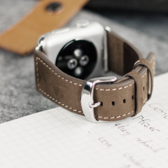 With this genuine brown leather wrist strap, you can customise your beautiful new Apple Watch Series 2 / 1 42mm to suit your personal style.