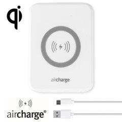 Laden Sie Ihr Qi kompatibles Gerät mit der Qi technologie während Sie Untergwegs sind mit der aircharge Qi induktiven Reise Ladestation.