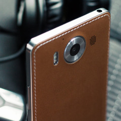 This elegant back cover with wireless charging and NFC in light brown is beautifully crafted in genuine leather with a slim look which offers protection for the Microsoft Lumia 950. Replacing the original back cover with a classy  genuine leather design.
