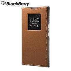 Cette housse officielle Flip en cuir pour le BlackBerry Priv de couleur marron procure une protection intégrale robuste et élégante.