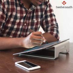 Placez voter iPadPro 12.9, ordinateur portable ou tablette à l'angle de vue idéal pour écrire ou lire grâce au support ParcSlope de chez Twelve South en gardant vos câbles bien rangés.