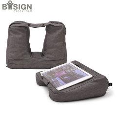 ¿Está planeando viajar con su tableta, pero también necesita un cojín cómodo para su cuello? El Bosign 2 en 1 es la solución. Utilice su tableta en un ángulo cómodo para dormir con un apoyo acogedor de la cabeza.