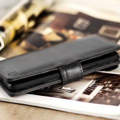 A sophisticated lightweight black genuine leather case with a magnetic fastener. The Olixar genuine leather wallet case offers perfect protection for your HTC 10, as well as slots for your cards, cash and documents plus a built-in stand.