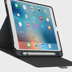 Ett sofistikerat skydd för din iPad Pro 9,7 inch med StyleFolio Pencil fodralet från Speck. Komplett med en smart Apple pennhållare, multivinkel stativ och säker förslutning.