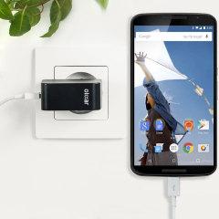 Cargue su Nexus 6 o cualquier otro dispositivo mediante conexión USB de manera rápida y eficaz. Este cargador de red Olixar tiene una salida de 2.4A para una carga rápida e incluye un cable Micro USB.