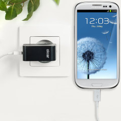 Cargue su Samsung Galaxy S3 o cualquier otro dispositivo mediante conexión USB de manera rápida y eficaz. Este cargador de red Olixar tiene una salida de 2.4A para una carga rápida e incluye un cable Micro USB.