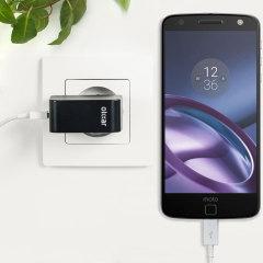 Cargue su Motorola Moto Z Force u otros dispositivos USB de manera rápida y eficiente gracias a este cargador Olixar compatible con la carga rápida hasta 2.4A. Se incluye también un cable con conexión USB-C.
