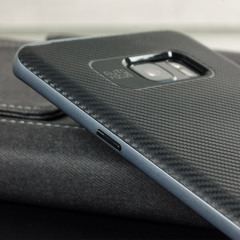 Protégez votre Samsung Galaxy Note 7 à l'aide de cette superbe coque dotée d'une composition de couches robustes et résistantes en TPU et polycarbonate rigide. Sa finition anti-dérapante à effet fibre de carbone rend cette coque Olixar X-Duo très esthétique et idéale pour protéger et préserver votre smartphone au quotidien, celle-ci lui offrira par ailleurs un look épuré très élégant.