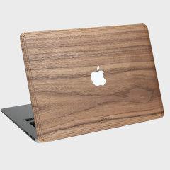 Protégez votre Macbook Pro Retina 13 avec cette coque en bois veritable fabriquée main de chez WoodWe, tout en pouvant accede à ses ports et fonctions. Sa texture unique et sa couleur élégante donneront un look ainsi qu'un touché naturel à votre MacBook.