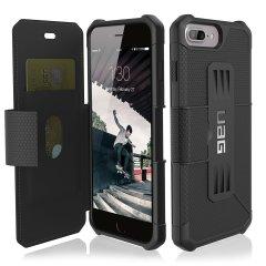 Urban Armour Gear bietet einen Militär-Niveau Schutz für das iPhone 8 Plus / 7 Plus. Die TPU Tasche hat ein gebürstetes Metall UAG Logo und verfügt über integrierten Staufächer für Ihre Bank- und Kreditkarten oder andere wichtige Dokumente.