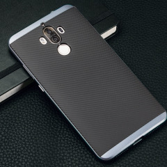 Hybrid layers of robust TPU and hardened polycarbonate with a premium matte finish non-slip carbon fibre design, the Olixar X-Duo case in black and metallic grey keeps your Huawei Mate 9 safe, sleek and stylish.