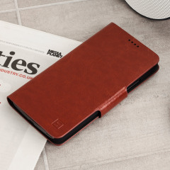 The Olixar leather-style Motorola Moto G5 Plus Wallet Case in brown attaches to the back of your phone to provide enclosed protection and can also be used to hold your credit cards. So leave your regular wallet at home when you need to travel light.