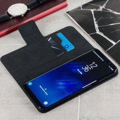 Protect your Samsung Galaxy S8 Plus with this durable and stylish black leather-style wallet case by Olixar. What's more, this case transforms into a handy stand to view media.
