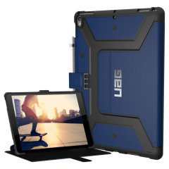 La funda UAG Cobalt Rugged Folio mantiene su iPad Pro 10.5 protegido con un interior compuesto de nido de abeja ligero, pero altamente protector, con un estuche exterior más resistente, garantizando la combinación perfecta de estilo y seguridad.
