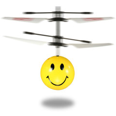 Ein Lächeln hält doppelt so lang mit diesem Doppelpack von fantastischen fliegenden Emoji Mini Copters. Mit gegenläufigen Rotorblättern und Infrarotsensoren fliegt er selbstständig und reagiert auf Handgesten, um ihn in der Luft zu halten.