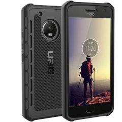 Die Urban Armor Gear Outback für das Motorola Moto G5 Plus enthält eine schützende TPU Hülle in schwarz mit geschickt ausgedachten antirutsch Pads und einem leichten Gewicht aber robustem Rahmen – alles in einem schlanken schützenden Paket.