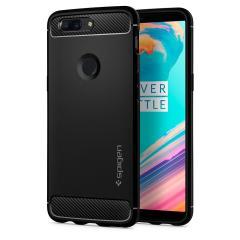 Maak kennis met de nieuw ontworpen robuuste harnashoes voor de OnePlus 5T. Gemaakt van flexibel, robuust TPU en met een mechanisch ontwerp, inclusief een koolstofvezel textuur, houdt de robuuste zwarte harnashoes in zwart je glanzende nieuwe telefoon veilig en slank.