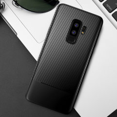 Olixar Carbon Fibre case is a perfect choice for those who need both the looks and protection! A flexible TPU material is paired with an eye-catching carbon print to make sure your Samsung Galaxy S9 Plus is well-protected and looks good in any setting.
