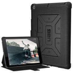 Urban Armour Gear bietet einen Militär-Niveau Schutz für das iPad 9.7 2018. Die TPU Tasche hat ein gebürstetes Metall UAG Logo und verfügt über integrierten Staufächer für Ihre Bank- und Kreditkarten oder andere wichtige Dokumente.