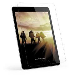 Detta hårda 9H-skärmskydd från UAG erbjuder en hög skyddsnivå mot skärmens sprickor och repor hos din nya iPad 9.7 2018. Med fettavisande-fingeravtryckskikt hålls skärmen ren och men en tjocklek på 0,2 mm får du minimal bulk.