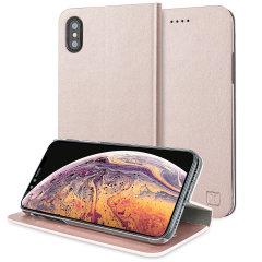 Protégez votre iPhone XS Max à l'aide de cette superbe housse Olixar portefeuille en simili cuir or rose. Robuste et élégante, c'est une judicieuse protection pour préserver au quotidien votre smartphone. Polyvalente, elle peut se transformer en un instant en support de visionnage, vous pourrez ainsi regarder confortablement vos films et autres contenus.