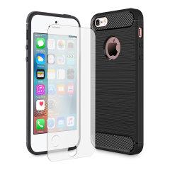 Flexibelt robust hölje med en slät kolfiber och borstad metallkonstruktion, Olixar Sentinel-skalet i svart, håller din iPhone SE skyddad från 360 grader med den extra bonusen av ett härdat glasskärmskyddet med krökta kanter.