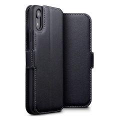 Protégez votre précieux iPhone XR à l'aide de cette superbe housse Olixar Slim portefeuille. Dotée d'un magnifique revêtement externe en cuir véritable noir et d'une finition cousue détaillée, cette housse portefeuille Olixar est le moyen idéal pour protéger votre iPhone XR tout en emportant votre carte bancaire avec vous.