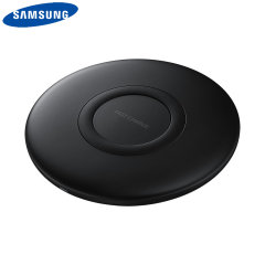 Laden Sie Ihr Samsung Galaxy Smartphone drahtlos mit der Wireless Fast Charge Technologie mit diesem offiziellen Samsung Qi Wireless Charging Pad in Schwarz.