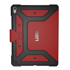 Protégez efficacement et avec style votre iPad Pro 12.9 à l'aide de la coque UAG Metropolis en coloris rouge. Légère, elle dispose d'une structure interne alvéolée ultra protectrice. La partie externe de la coque est robuste afin de vous assurer une complémentarité tout simplement parfaite. Cette coque à rabat est tout simplement le moyen idéal de protéger votre iPad.