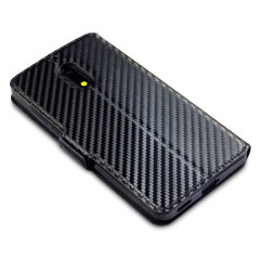 All the benefits of a wallet case but far more streamlined. The Olixar Carbon Fibre Textured Low Profile in black is the perfect partner for the the Nokia 6 2017 owner on the move. What's more, this case transforms into a handy stand to view media.