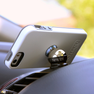 Mount your smartphone on your car's dashboard  with the Nite Ize Steelie Car Mount Kit. With this simplistic design you can quickly snap your device  onto your dashboard and rotate it to any angle you  desire.