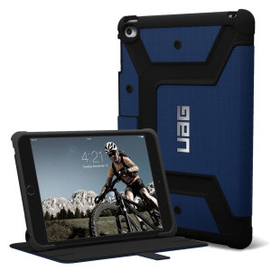 The UAG Scout Rugged Folio Case in cobalt blue keeps your iPad Mini 4 protected with a lightweight, but highly protective honeycomb composite interior, with a tougher outer case, ensuring the perfect combination of style and security.