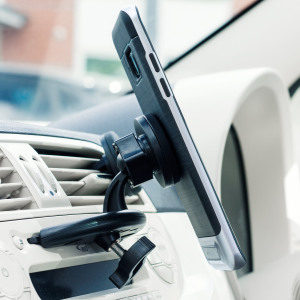Dock your smartphone effortlessly and with precision thanks to the Universal Magnetic CD Slot Mount Car Holder from Olixar. Extremely easy to install and fully case compatible, this really is the best way to view your phone while you drive.