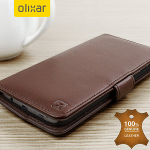 A sophisticated lightweight brown genuine leather case with a magnetic fastener. The Olixar genuine leather wallet case offers perfect protection for your Samsung Galaxy S7 Edge, as well as featuring slots for your cards, cash and documents.