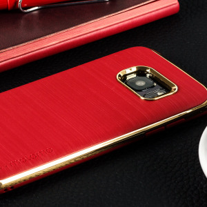 Protect your Galaxy S7 with the Ino Line Infinity case in iron red / chrome gold from Motomo. Featuring a brushed metal style TPU back and polycarbonate bumper, this premium case keeps your iPhone protected at all times.