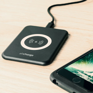Wirelessly charge your Qi compatible smartphone or tablet with the aircharge Slimline Qi Wireless Charging Pad in black with EU plug. Extremely discrete and portable, the Slimline enables you to easily charge wirelessly in any environment.