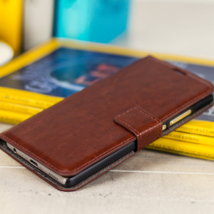 The Olixar Wallet Case in brown sticks to the back of your Huawei P9 to provide enclosed protection and can also be used to hold your credit cards.