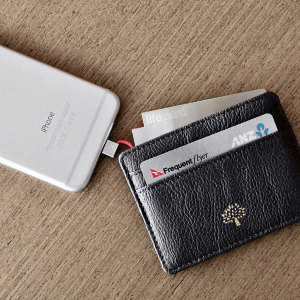 Meet the world's thinnest portable power bank, the 1,500mAh Lifecard from Plusus. Just as big as a standard sized credit card, the Lifecard fits perfectly into any wallet or purse, allowing you to always ensure you have how power on the go.
