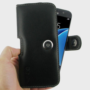 Protect your Samsung Galaxy S7 Edge with this stylish black genuine leather horizontal pouch case from PDair. Featuring an integrated belt clip, this sophisticated case makes carrying your precious phone easier than ever.