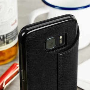 Treat your Samsung Galaxy S7 to exquisite handmade craftsmanship and the highest quality materials. Featuring genuine full grain Argentinian leather in a book-flip style, the Vaja Agenda premium leather case in black is something truly special.