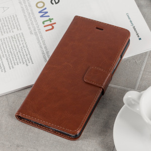 The Olixar Wallet Case in brown sticks to the back of your Huawei P9 Plus to provide enclosed protection and can also be used to hold your credit cards.