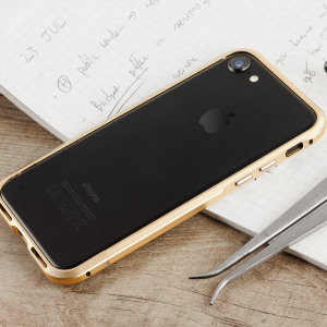 Protect your iPhone 7 with this unique champagne gold aluminium bumper. The bumper protects the outer edges while providing some front and back protection and looking fabulous while doing so.
