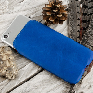 Sleek, slimline and 100% genuine leather. Treat your iPhone 7 to exactly what it deserves - the best! This luxurious blue pouch is handcrafted in Europe and offers a perfect protective fit for your iPhone 7.