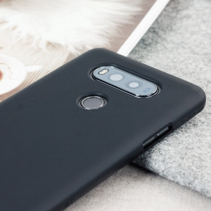 Custom moulded for the LG V20, this solid black FlexiShield gel case provides slim fitting and durable protection against damage.