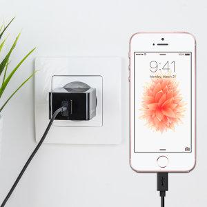 Laden Sie Ihr iPhone SE oder anderes USB Gerät mit dem Olixar High Power 2.4A EU Ladeadapter und Lightning Kabel in einem Set.