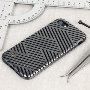 Introducing the Kasier II iPhone 7 case in Micro Titan from STIL. With a dual layer construction, this case comes together to create a unique two-tone geometric design.