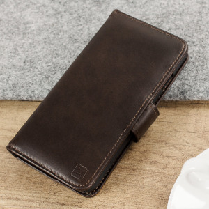 A sophisticated lightweight brown genuine leather case with a magnetic fastener. The Olixar genuine leather wallet case offers perfect protection for your iPhone 8 / 7, as well as featuring slots for your cards, cash and documents.