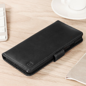A sophisticated lightweight black genuine leather case with a magnetic fastener. The Olixar genuine leather wallet case offers perfect protection for your iPhone 8 / 7 Plus, as well as featuring slots for your cards, cash and documents.